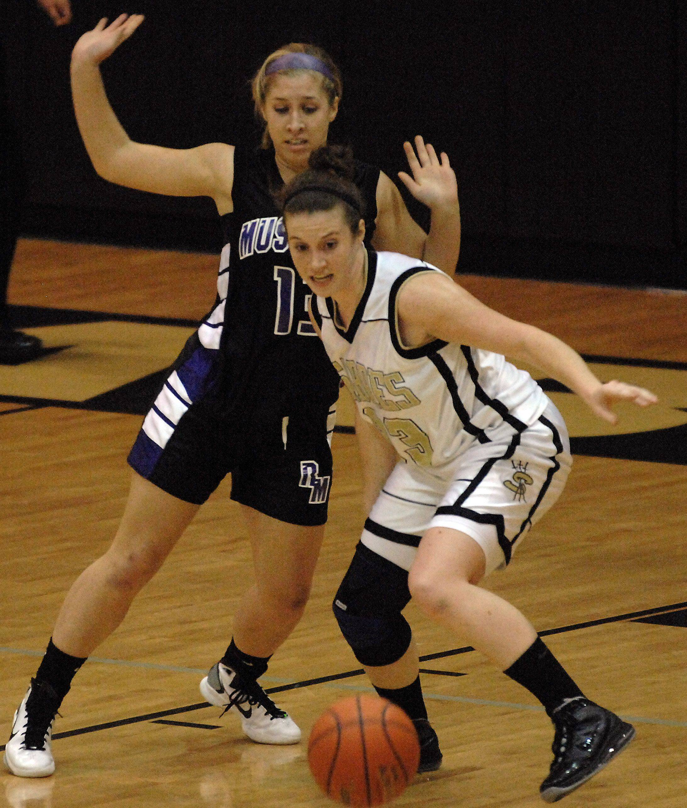 Streamwood's Emma Schmidt moves to collect a loose ball as Rolling Meadows' Josie Suchecki looks on in the first half.