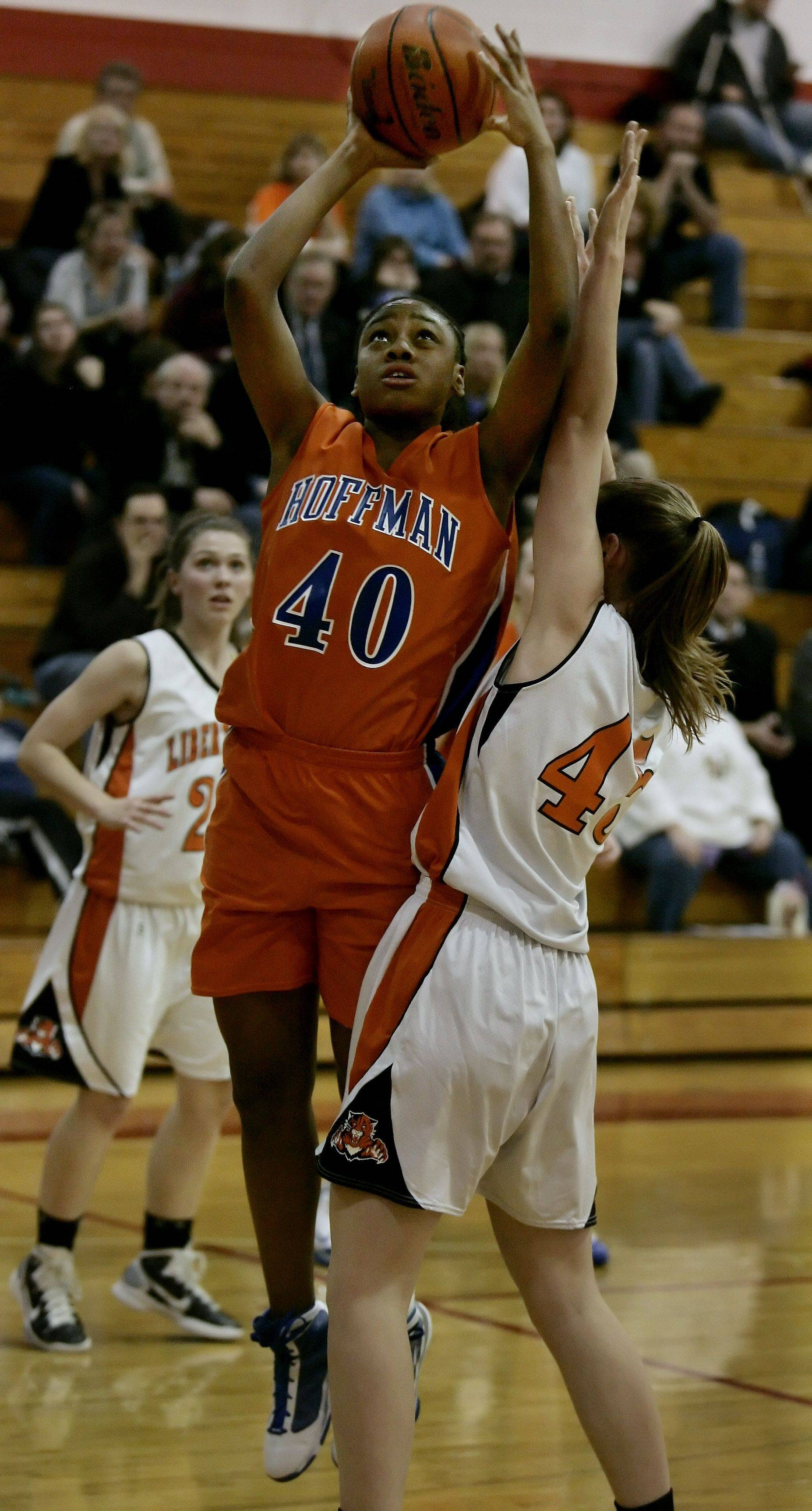 Libertyville gets by Hoffman Estates