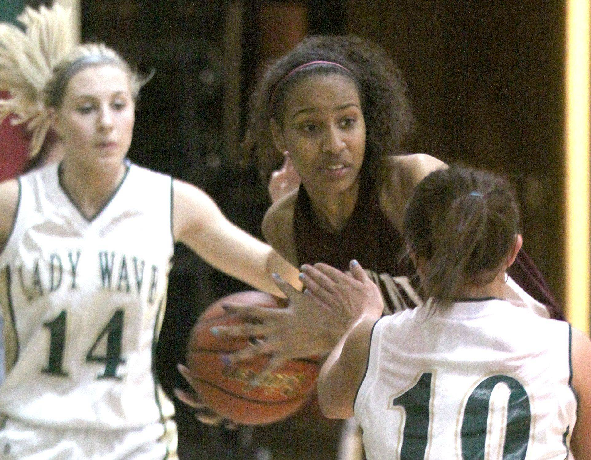 St. Edward's Kelly Tripicchio, left, and Callie Johnson, right, close in on Montini's Diamond Thompson, center.