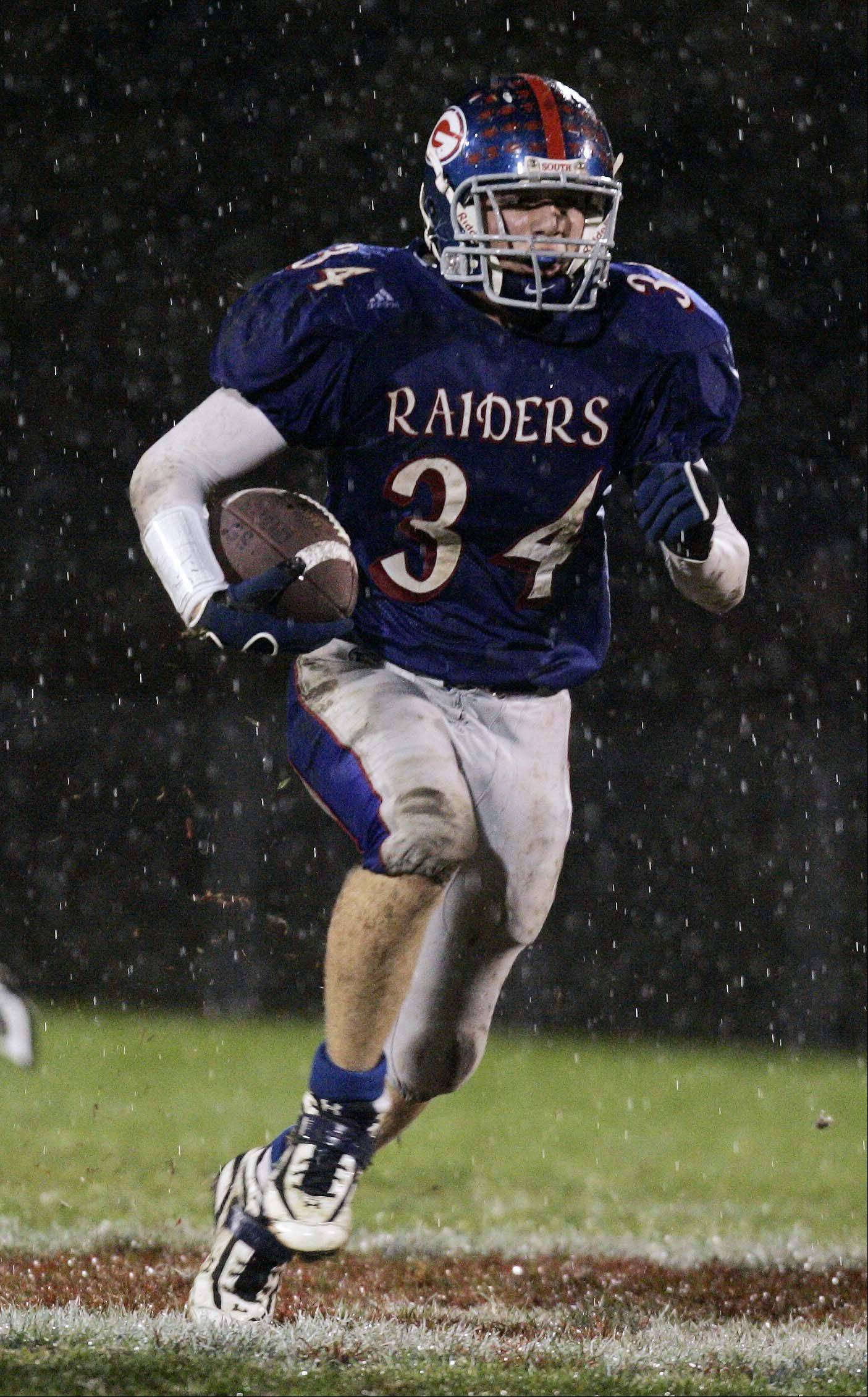 Glenbard South running back Mike Oratowski Glenbard South vs King 6A playoff football first round. Lee photo