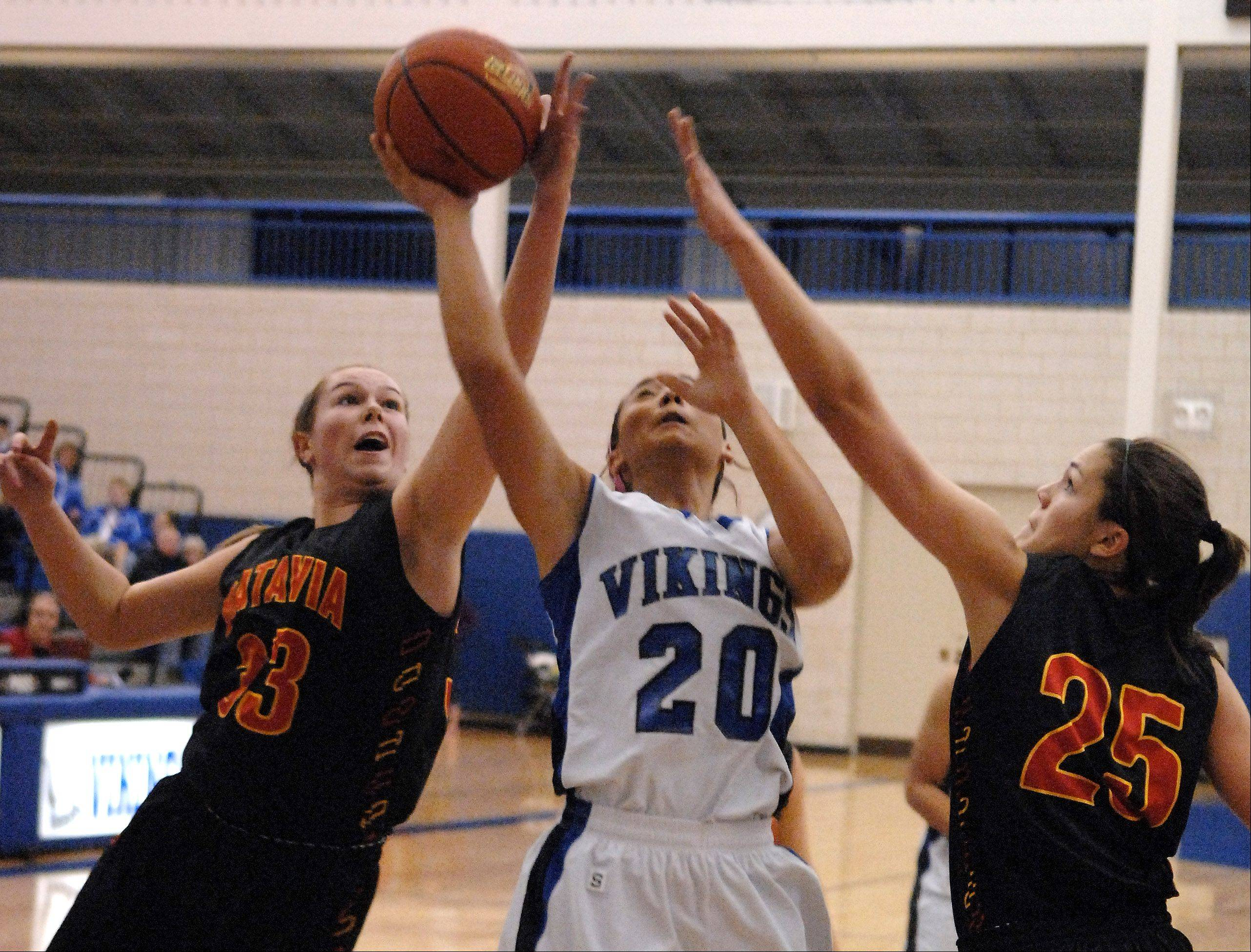 Batavia's Erin Bayram and Hannah Frazier keep Geneva's Kelly Gordon from getting a clean shot.
