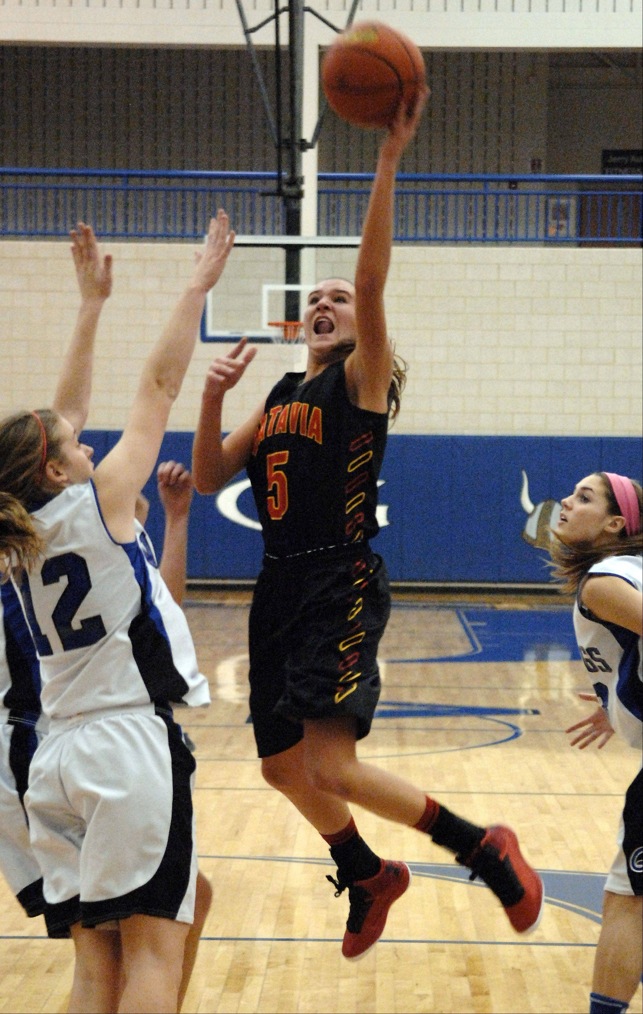 Batavia's Liza Fruendt drives to the basket against Geneva.