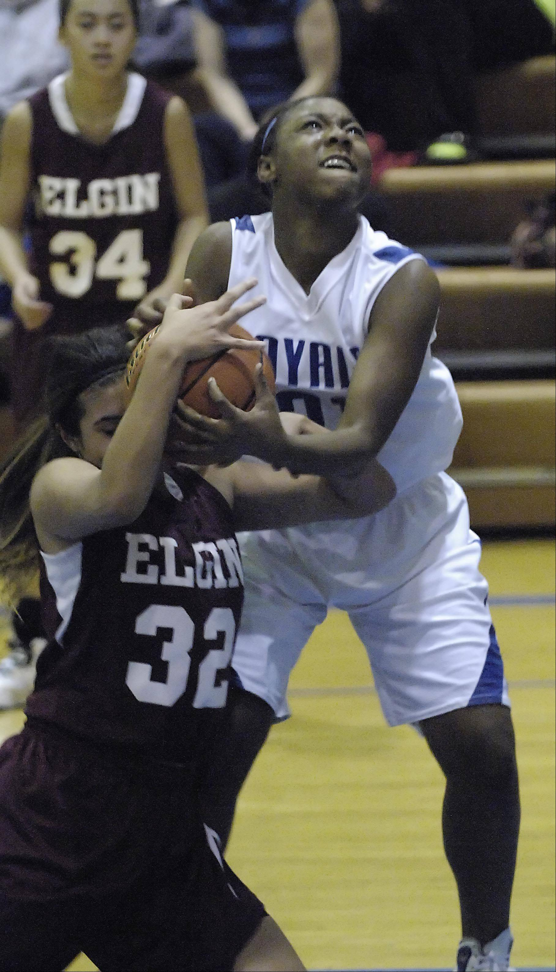 Images from the Elgin vs. Larkin girls basketball game Tuesday, December 4, 2012.