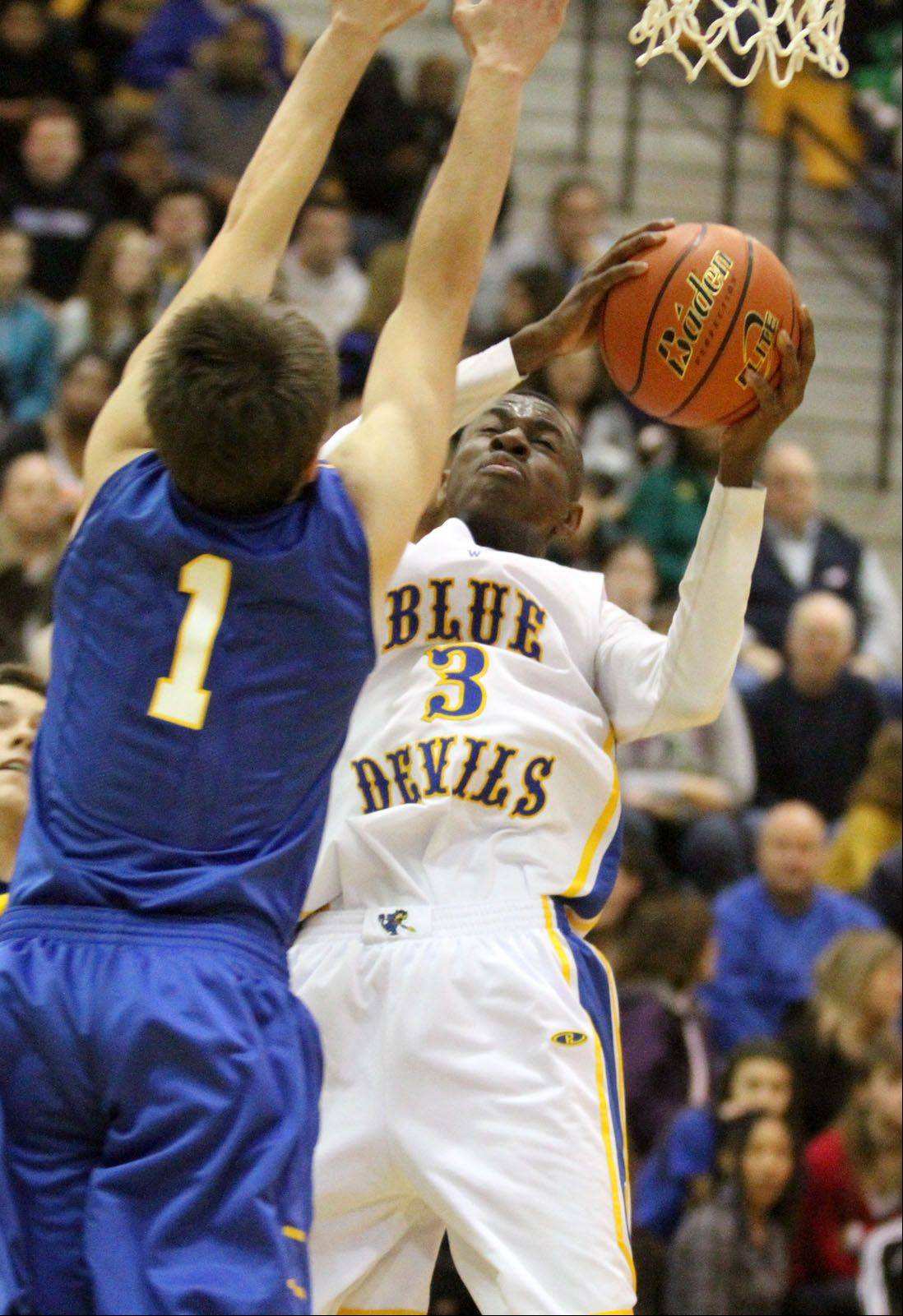 Warren's Kahlil Skinner shoots against Lake Forest defender Ben Simpson.