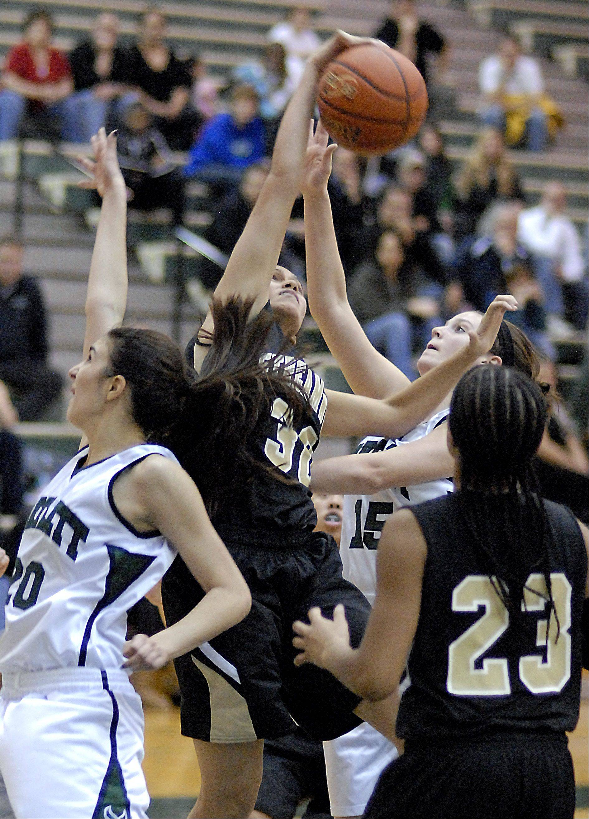 Streamwood's Jessica Cerda and Bartlett's Kaitlin Brohan fight for a rebound in the fourth quarter.