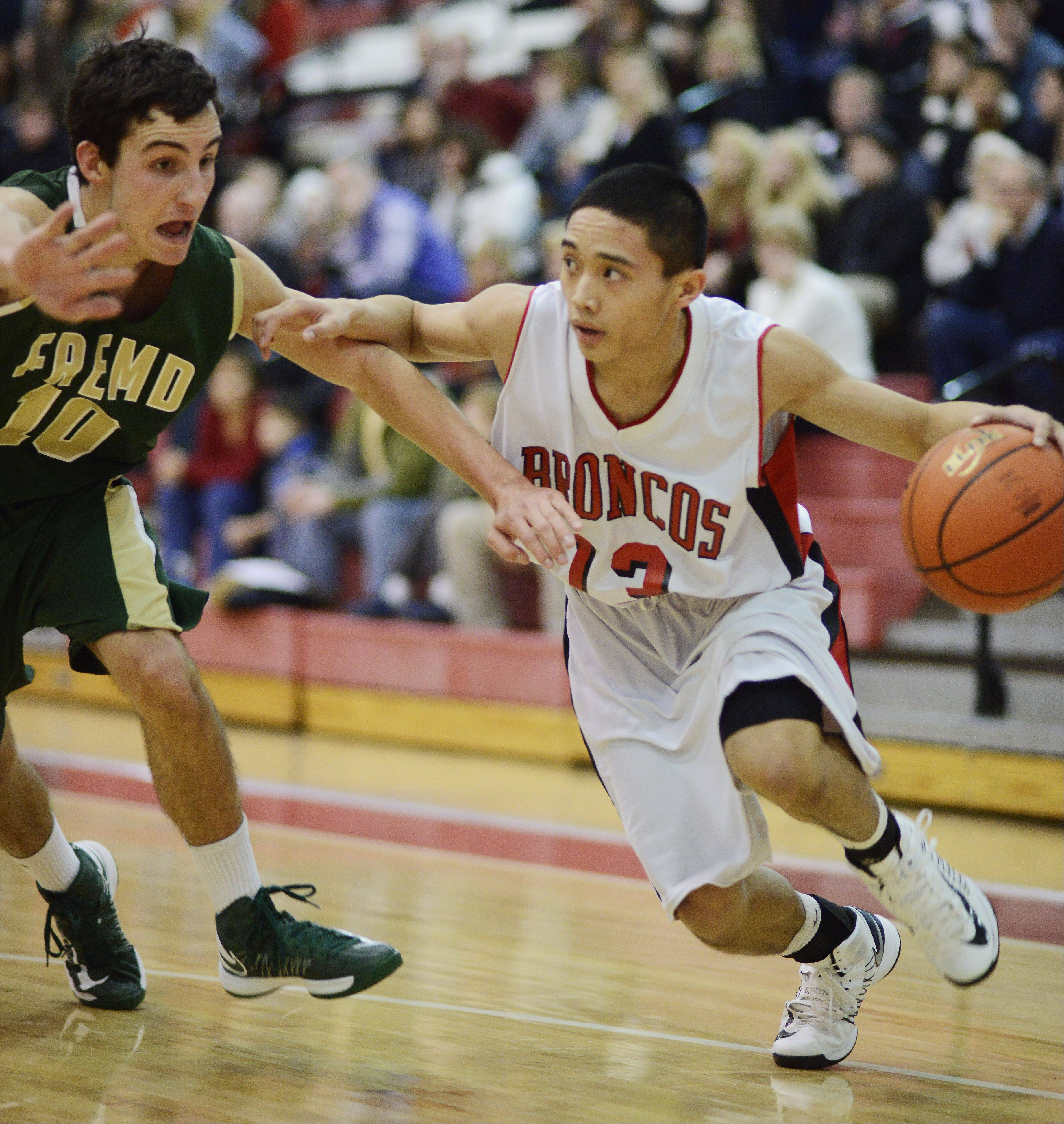 Barrington's Raymond Tolentino, right, looks for an open teammate while being guarded by Fremd's Kevin Kubis.