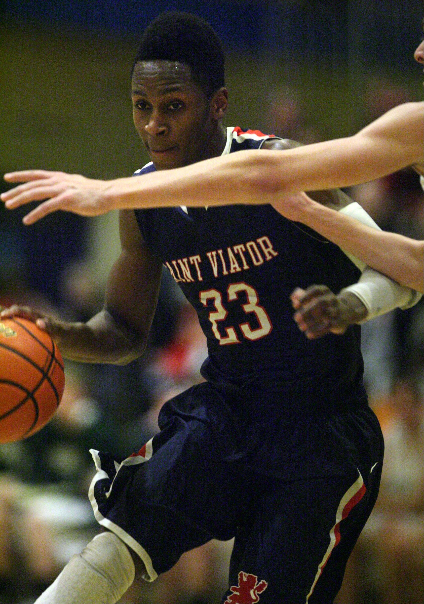 Arogundade helps St. Viator hold off Fremd
