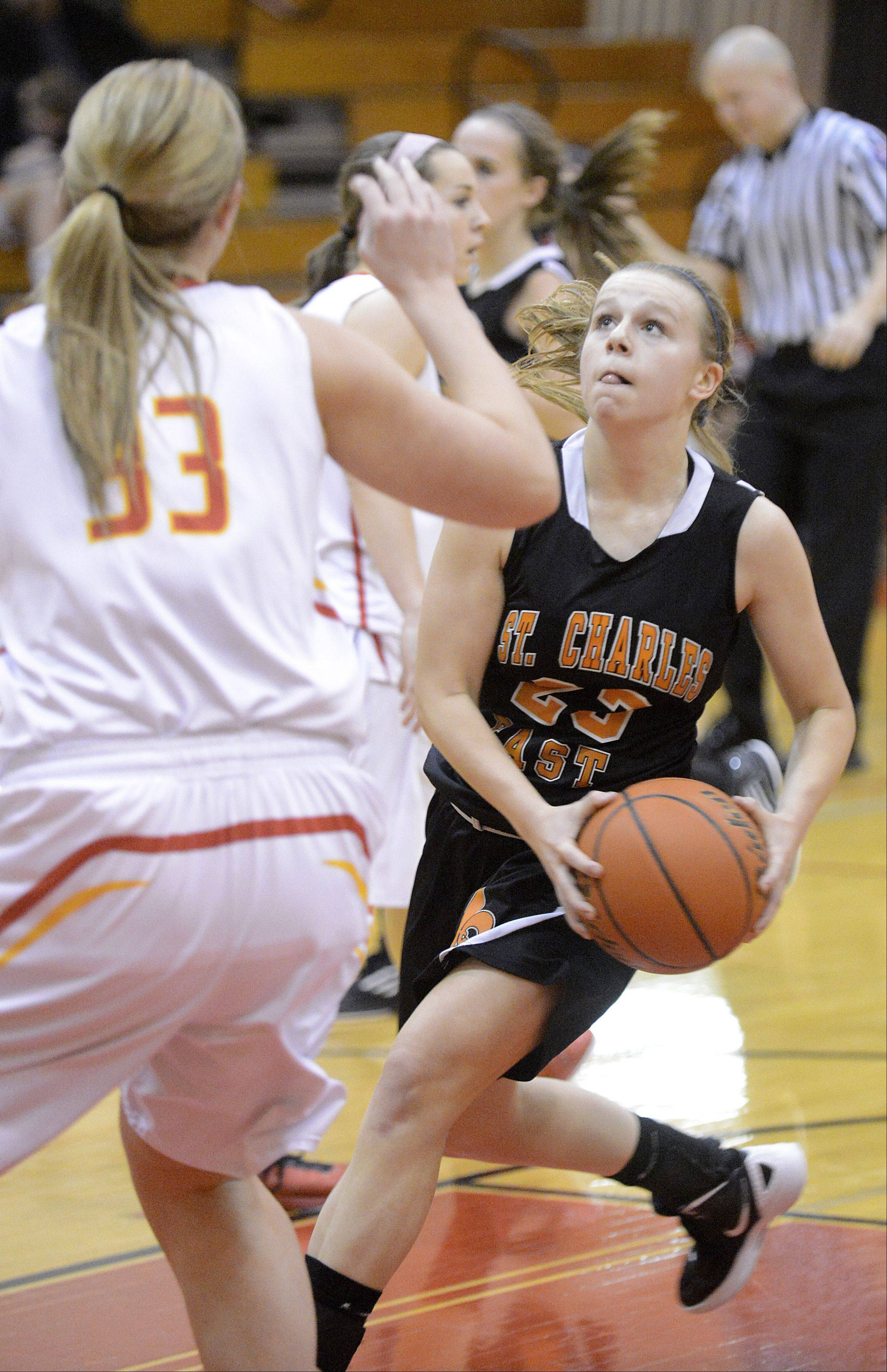 Batavia's Erin Bayram attempts to block a shot by St. Charles East's Amanda Hilton in the first quarter on Tuesday, January 8.