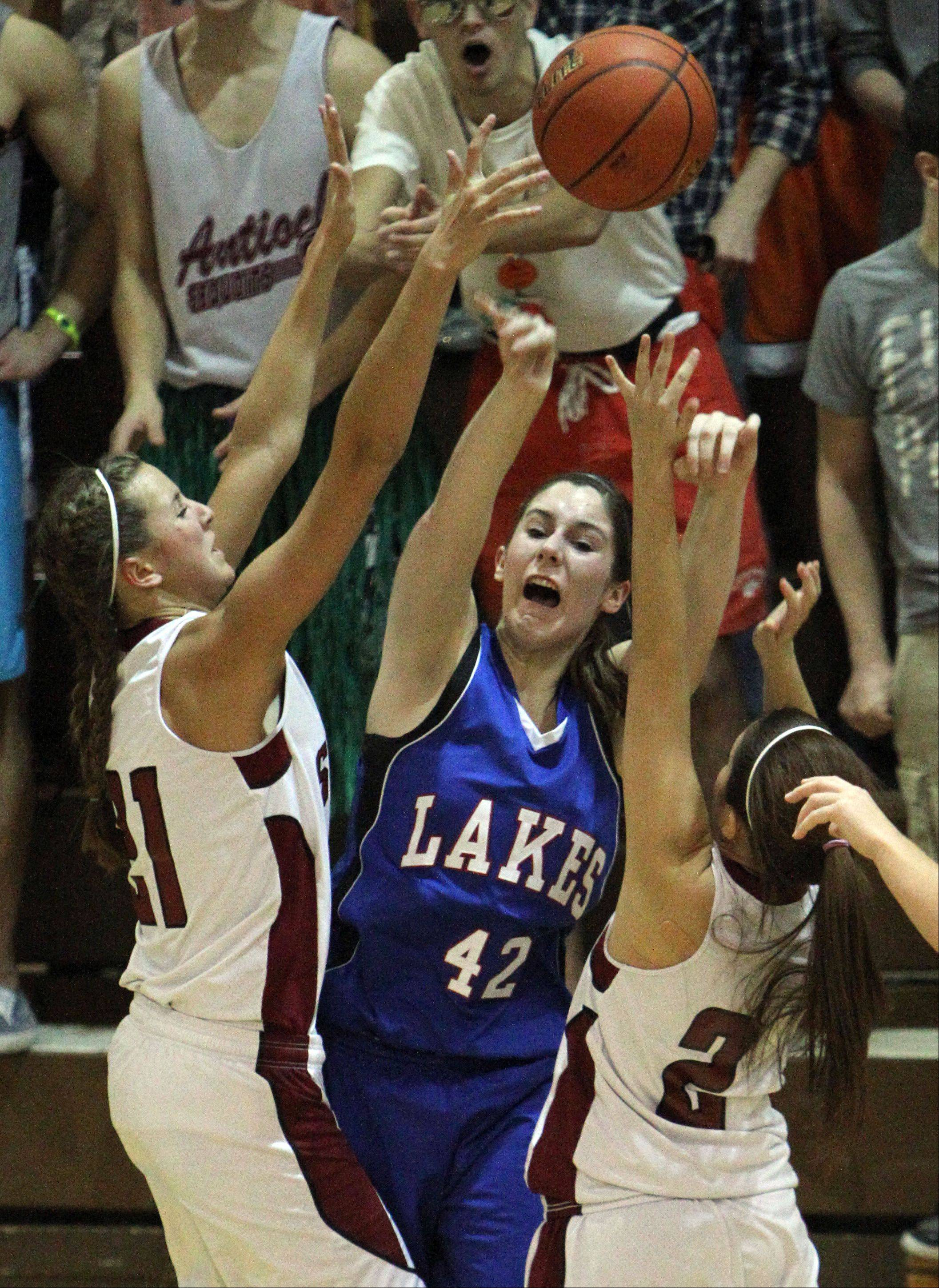 Lakes' Amanda Beetschen, center, passes the ball past Antioch's Carly McCameron and Rachel Schwabe.