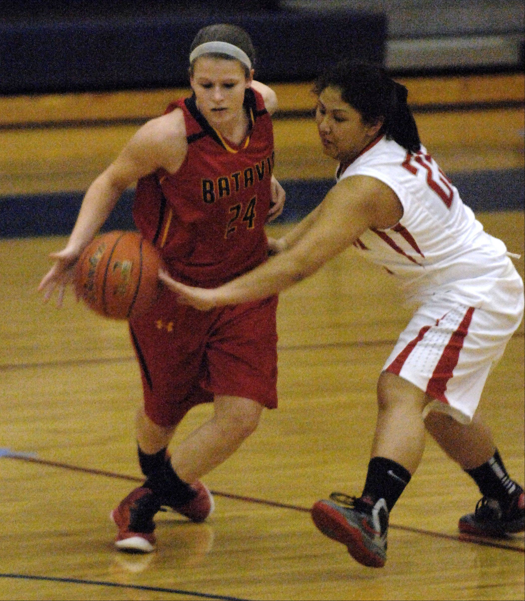 Batavia's Jenny Welday is pressured by South Elgin's Nadia Yang during Thursday's game in South Elgin.