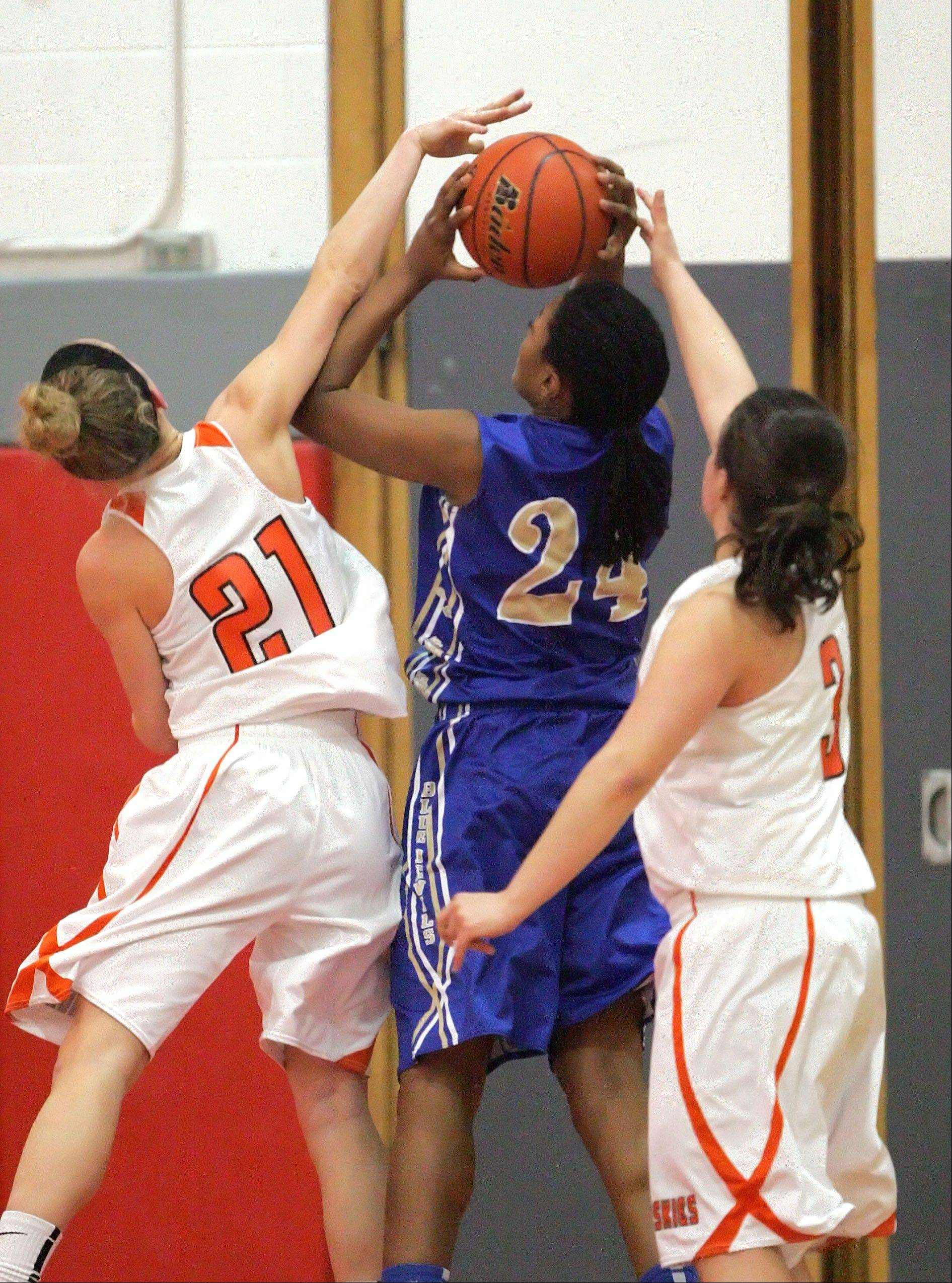 Images from the Hersey vs. Warren girls basketball game on Tuesday, Feb. 12 in Mundelein.