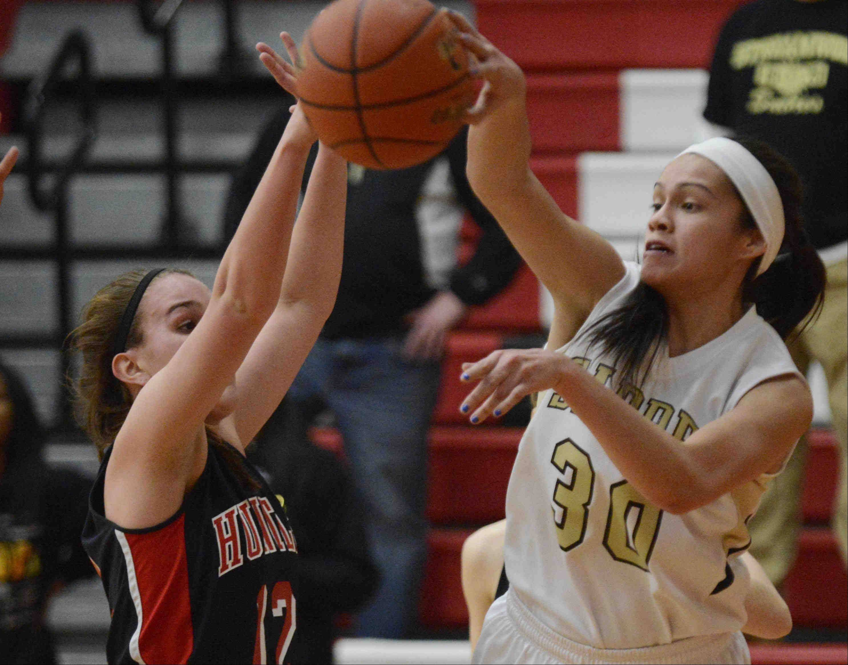 Streamwood's Jessica Cerda passes around Huntley's Haley Ream.