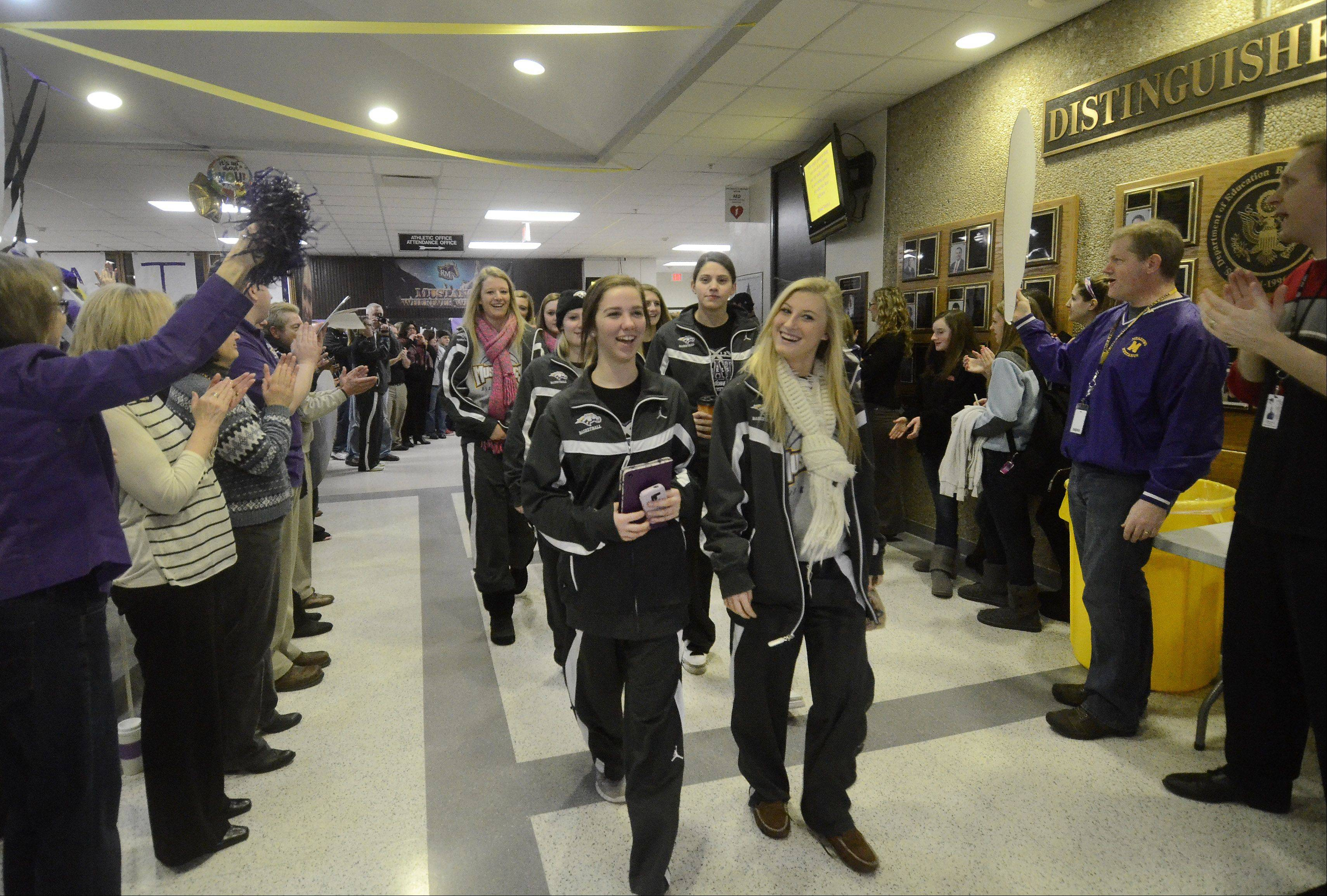 Rolling Meadows girls leave for state basketball finals
