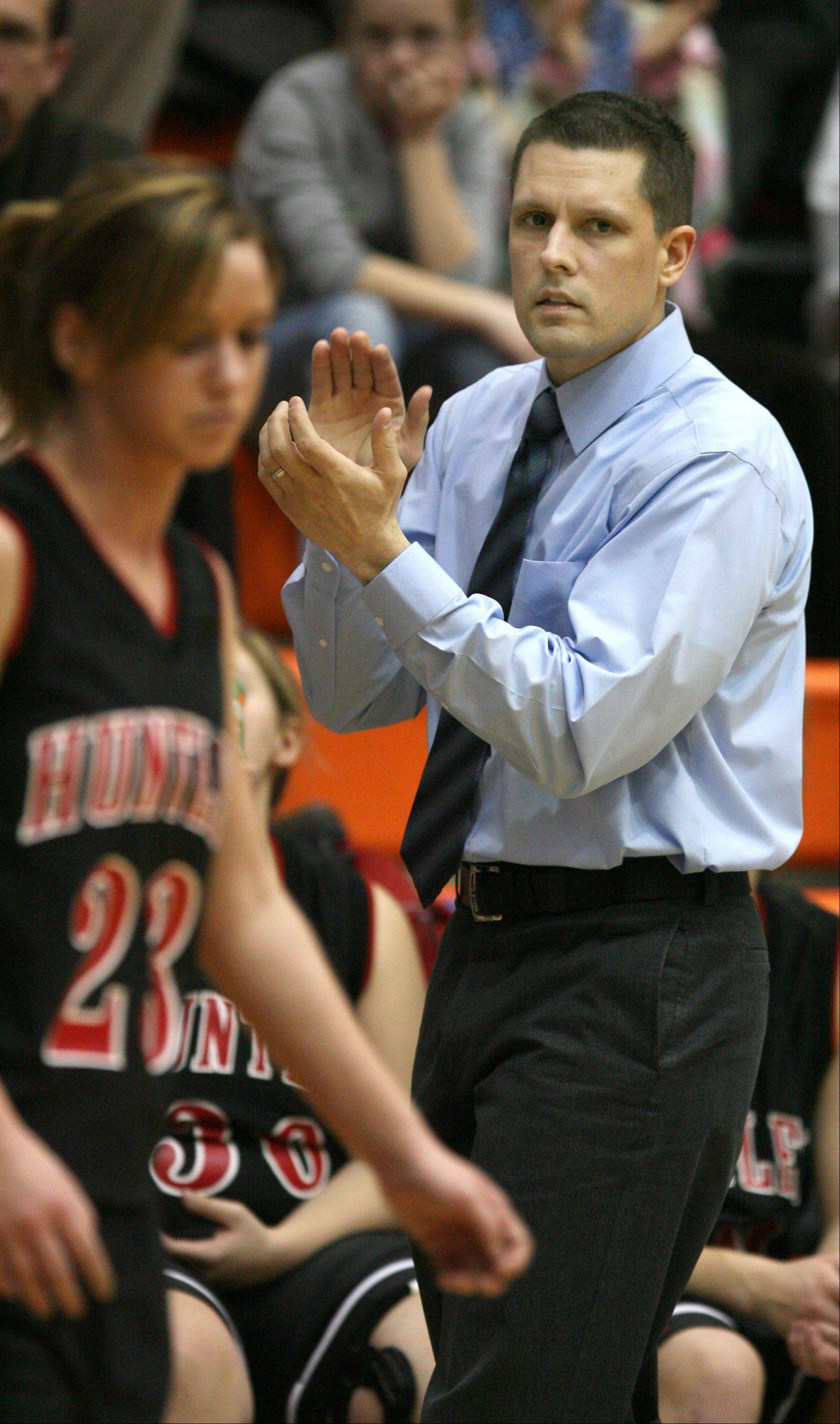DANIEL WHITE/dwhite@dailyherald.comHuntley coach Steve Raethz encourages his players against Hoffman Estates during the 2007 season.