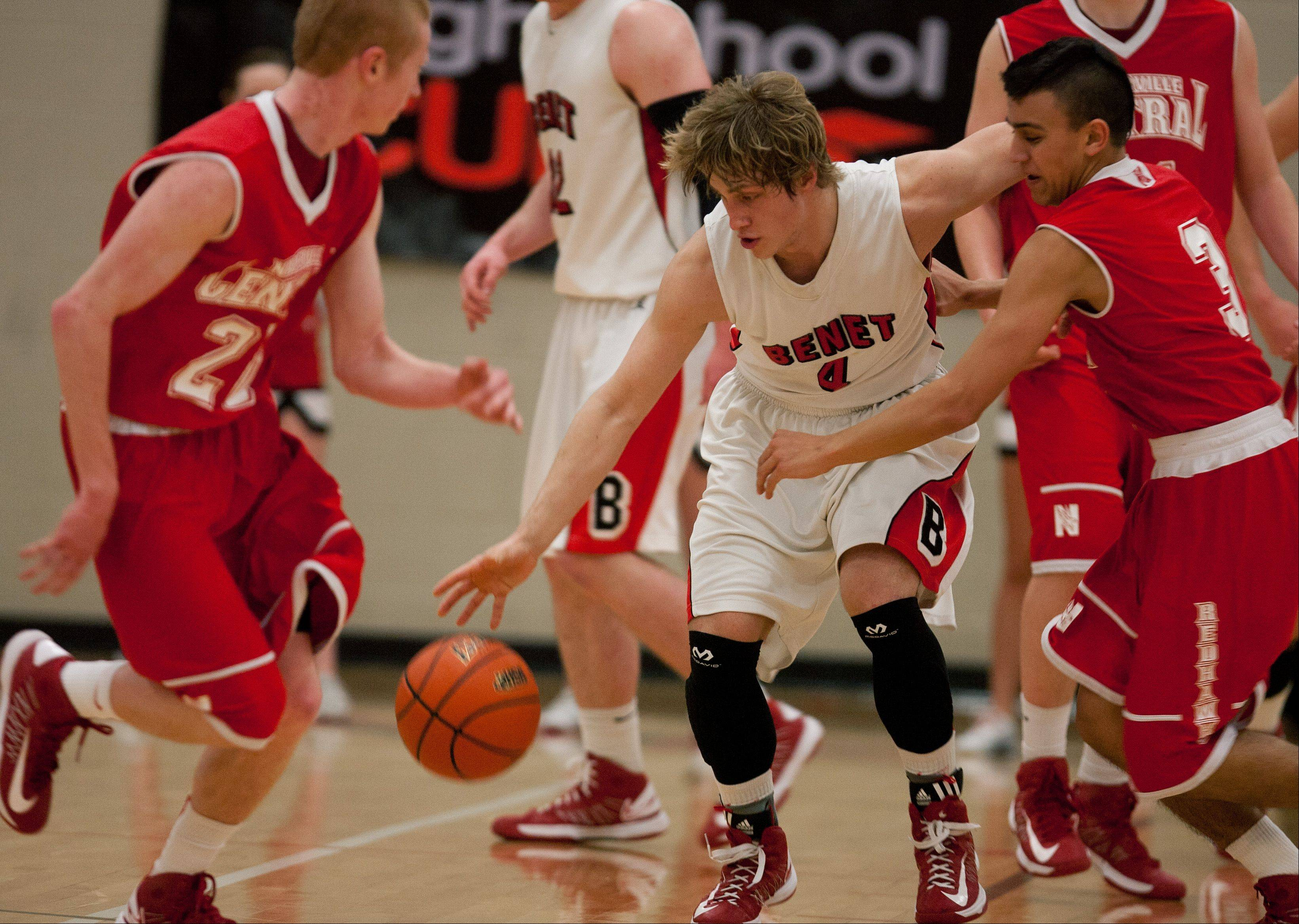 Benet's Eddie Eshoo dribbles past Naperville Central's Nicky Lopez, right.
