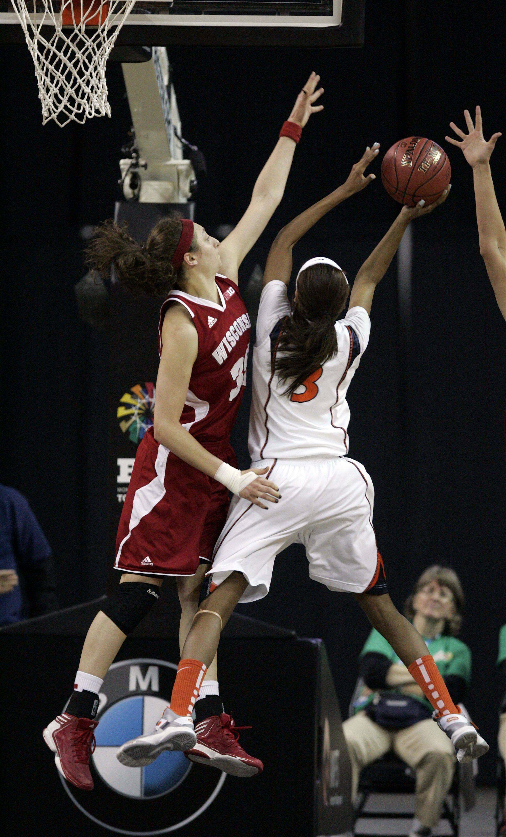 Wisconsin sophomore Jacki Gulczynski (35) of Bartlett pressures Illinois' Taylor Tuck Thursday at the Sears Centre in Hoffman Estates.