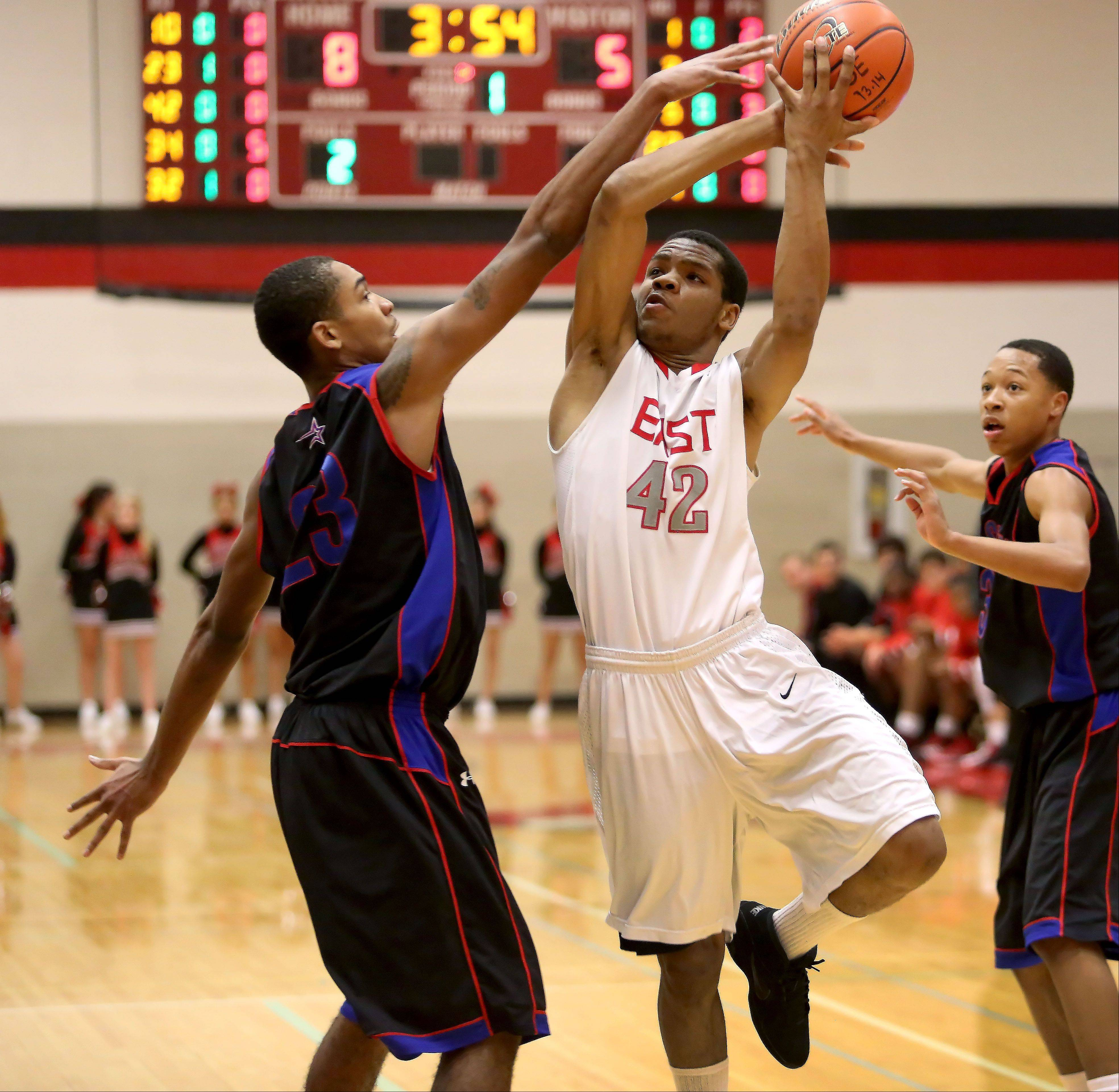 Hall scores 30, but Glenbard East loses at buzzer