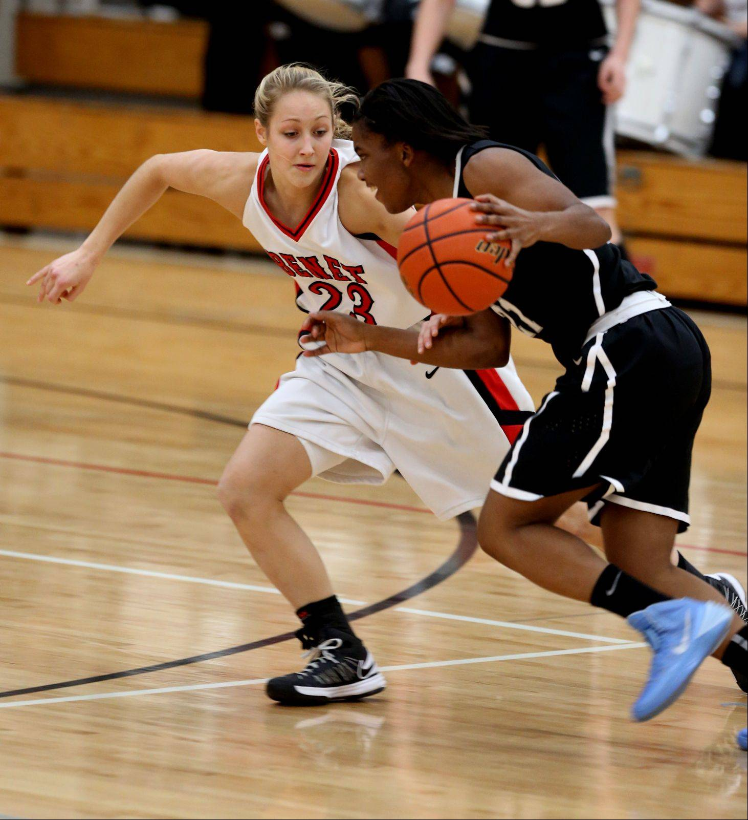 Benet's Emily Eshoo defends against Fenwick.