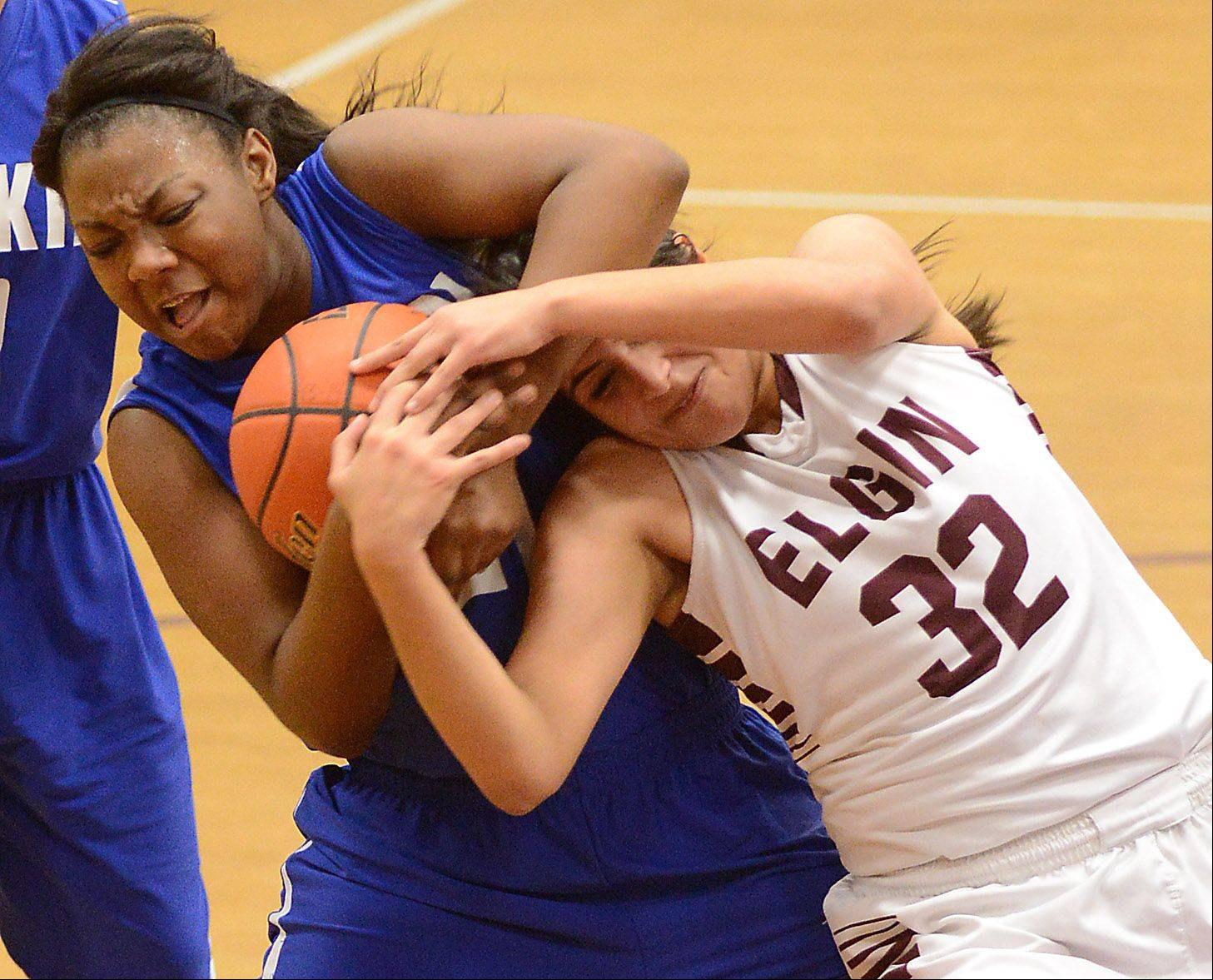 Larkin's Shawndre'a Hill (21) and Elgin's Jess Ramirez (32) wrestle for a rebound during Friday's game at Elgin.