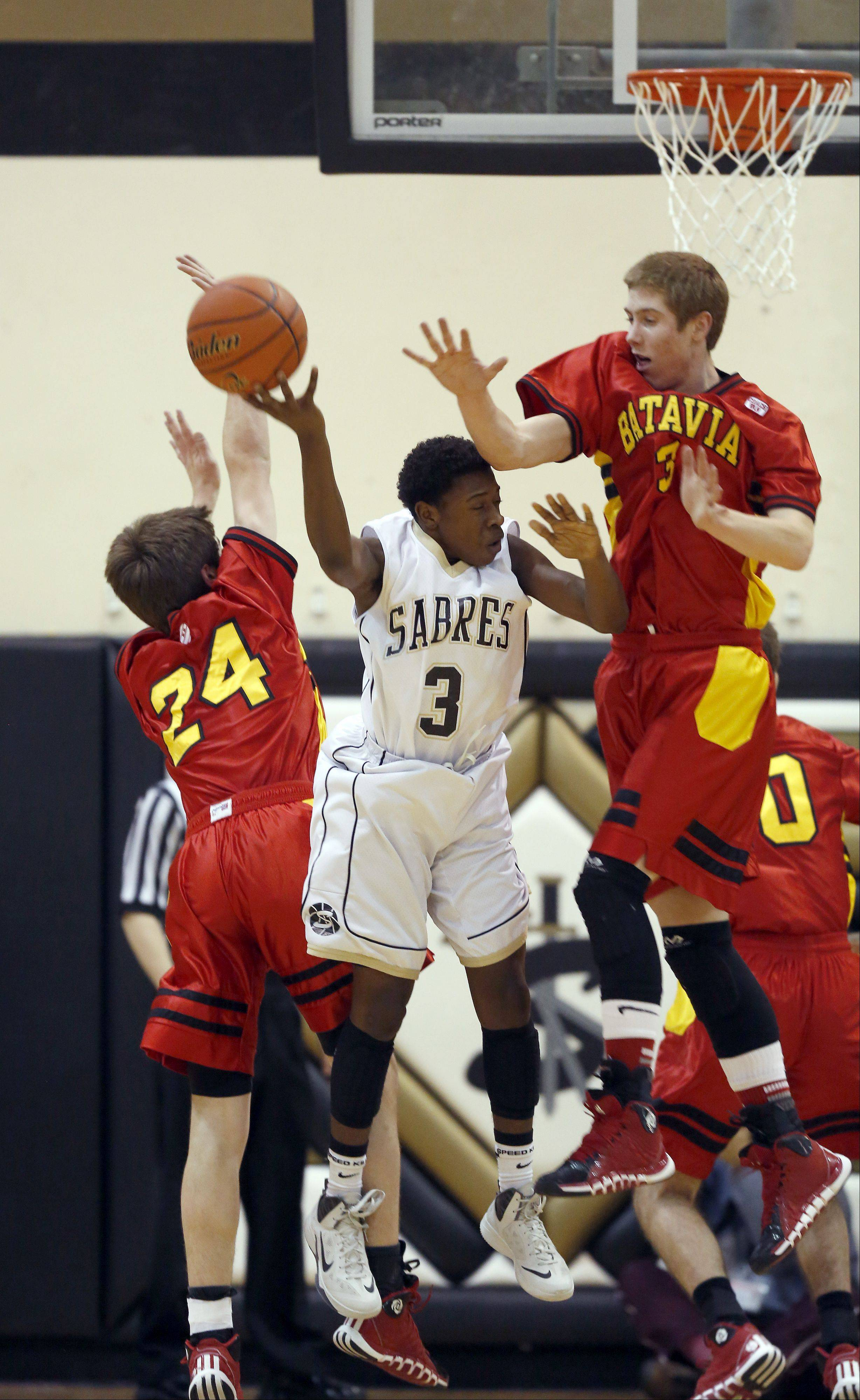 Energized Batavia cruises past Streamwood