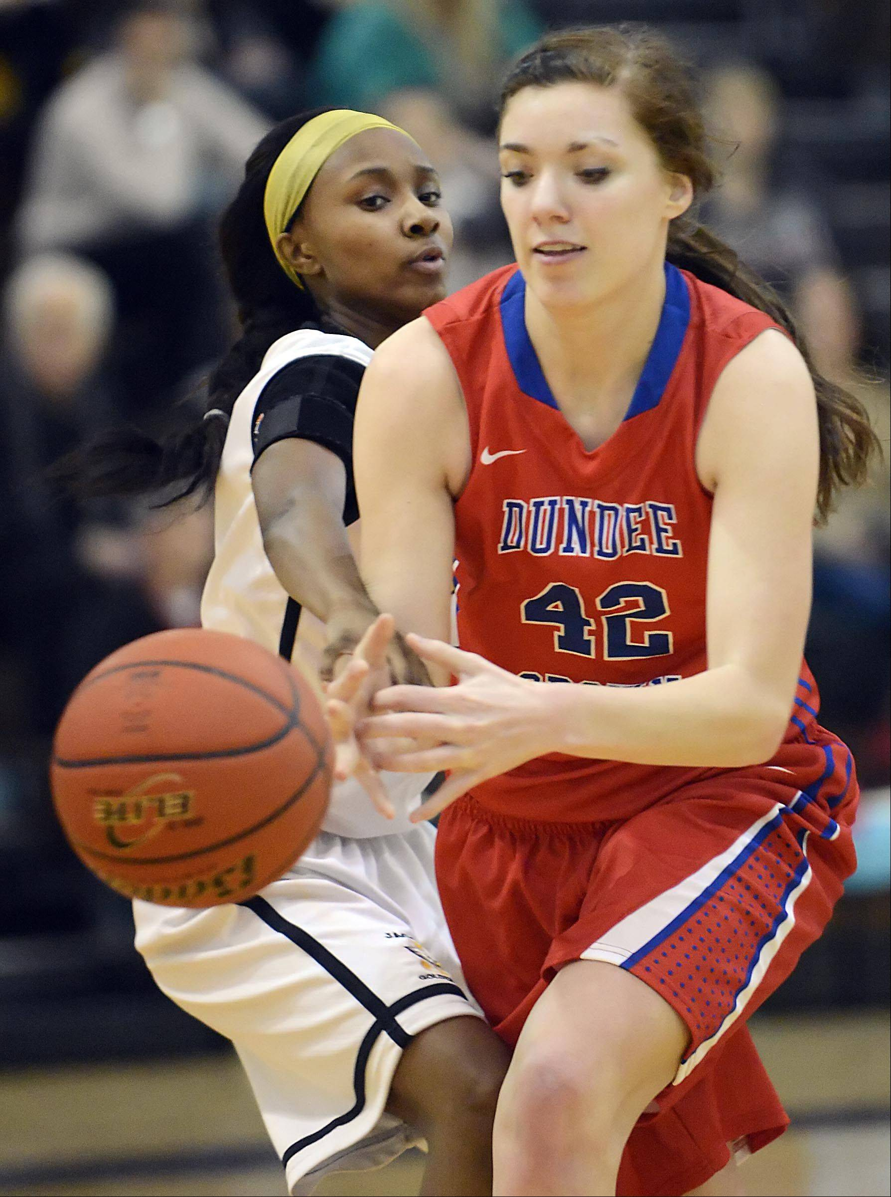 Jacobs' Glenita Williams knocks the ball from Dundee-Crown's Emily Michalski.