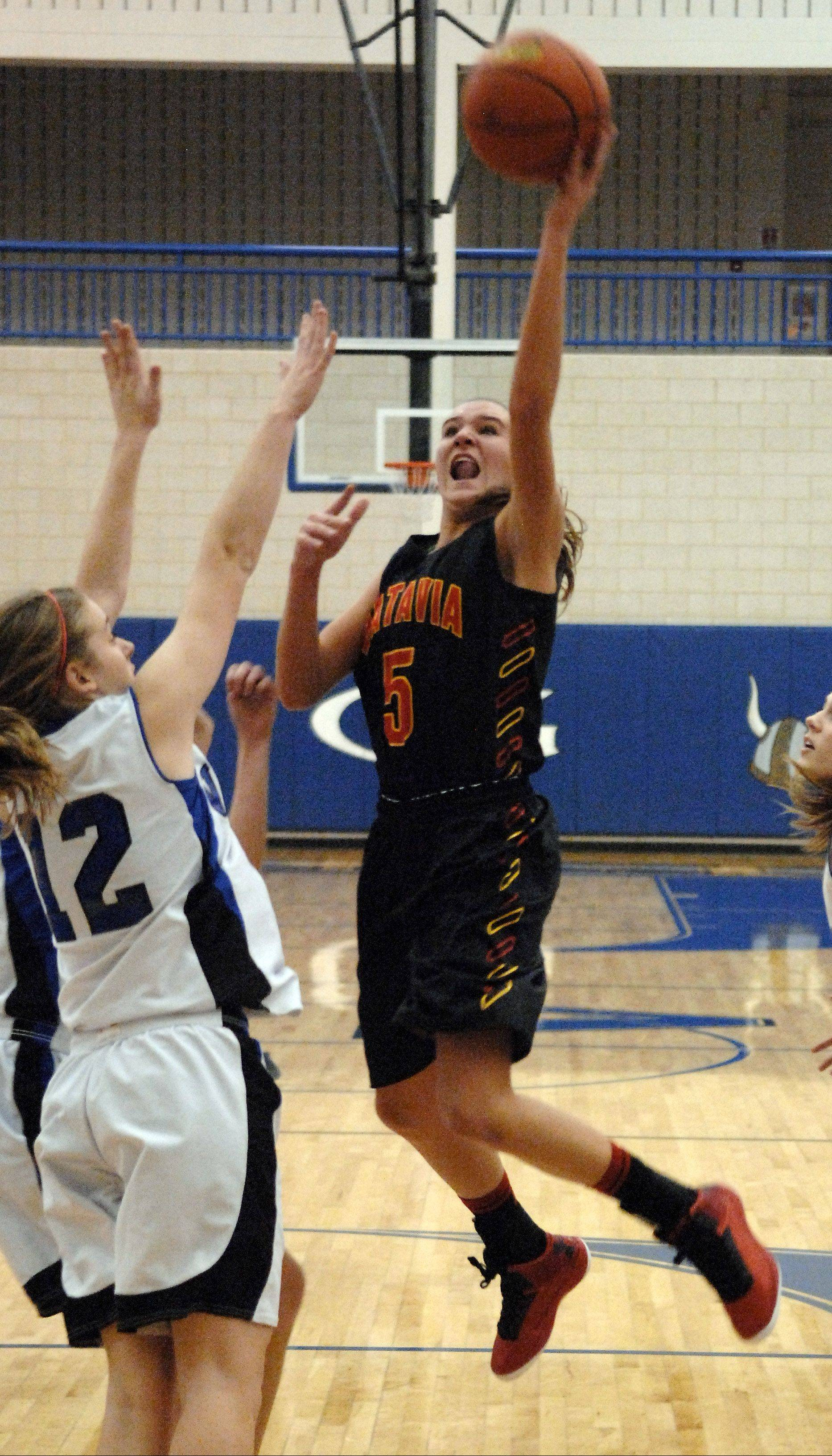 Batavia's Liza Fruendt drives to the basket against Geneva during Friday's game at Geneva.