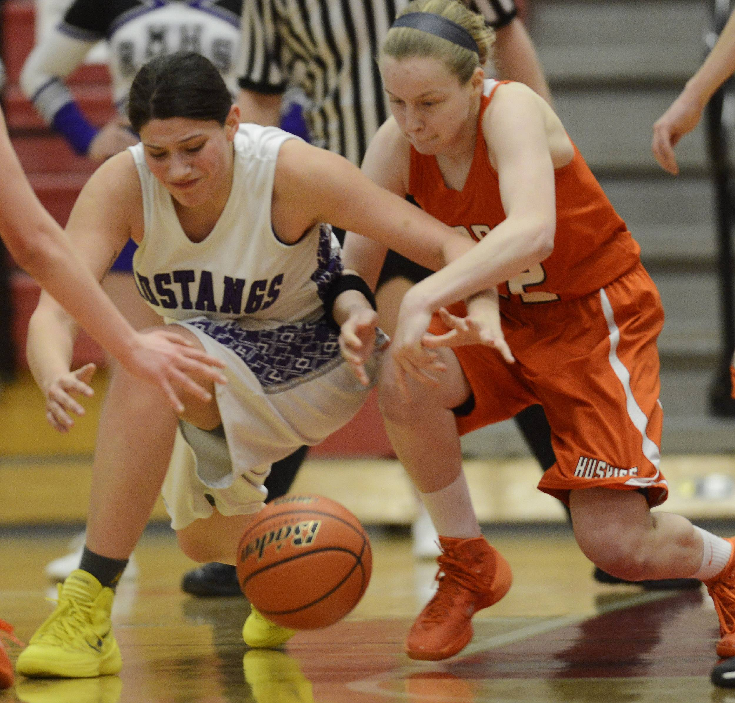 Rolling Meadows' Ashley Montanez, left, and Hersey's Claire Gritt chase a loose ball during the Barrington sectional semifinals Tuesday.