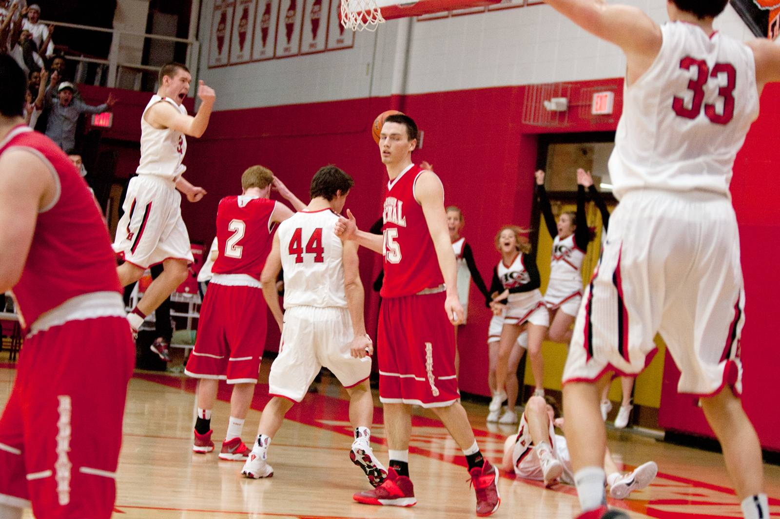 Hinsdale Central buzzer-beater ousts Naperville Central