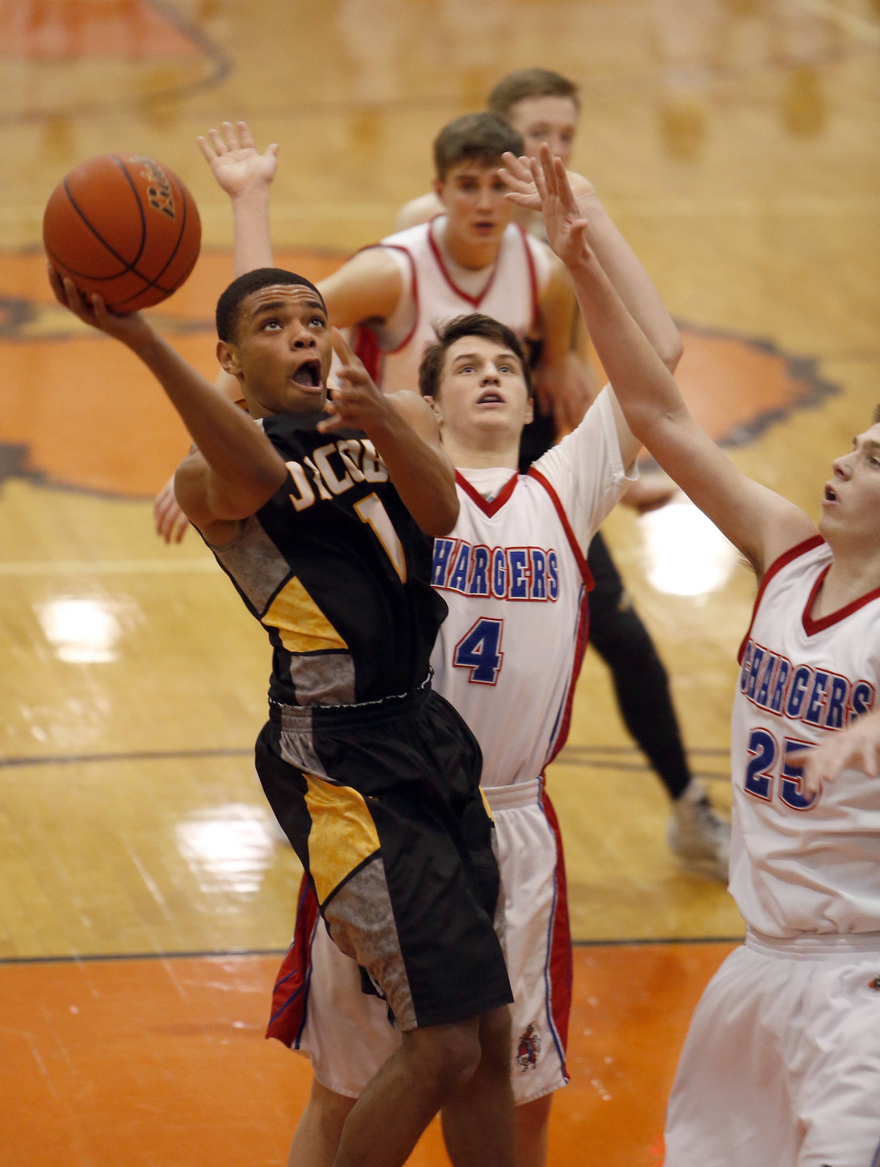 Jacobs' Kenton Mack goes to the hoop past Dundee-Crown's Sam Buckley and Connor Steinmetz.