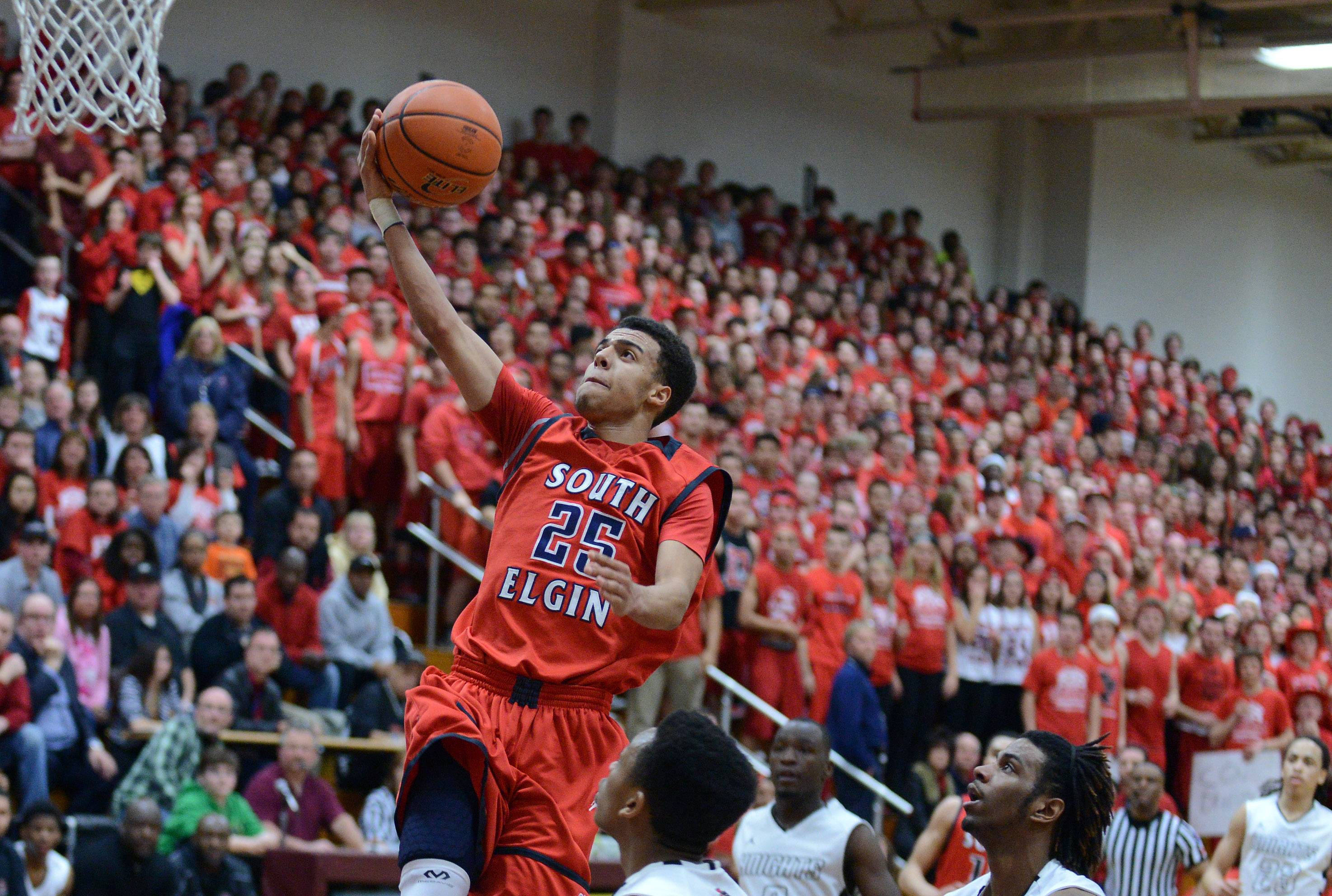 South Elgin's Darius Wells (25) skies above the Rockford Auburn defense to score during Friday's Class 4A Elgin sectional final.
