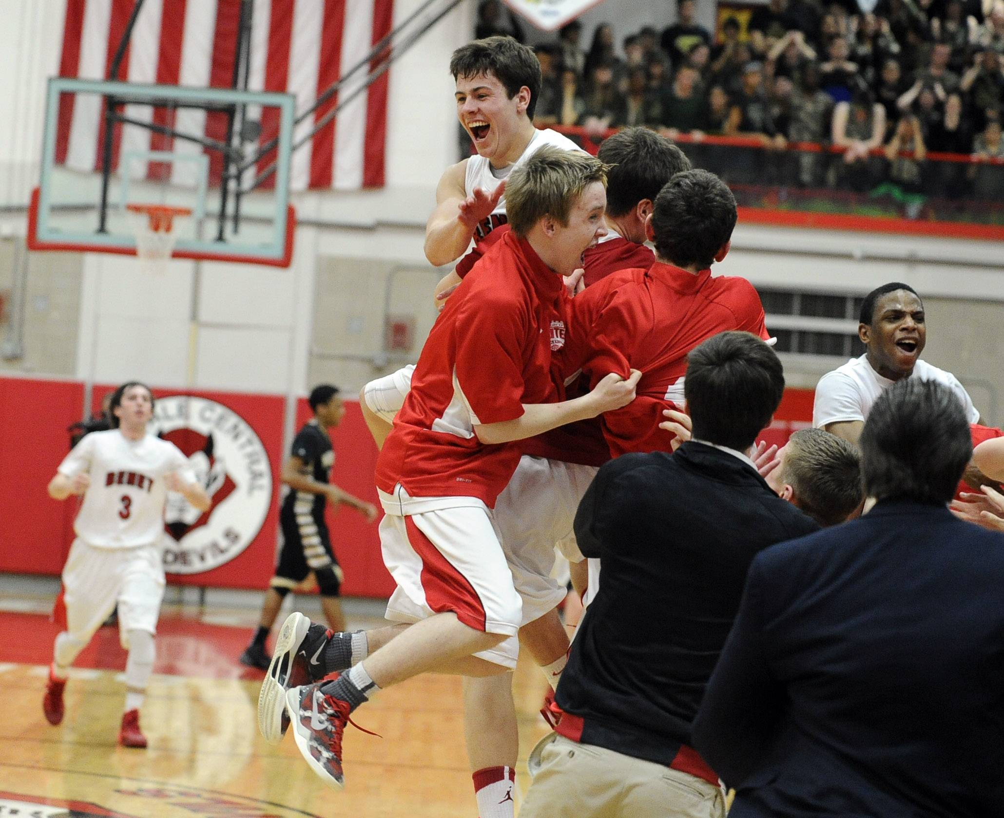 Benet gets big shots to drop in super victory