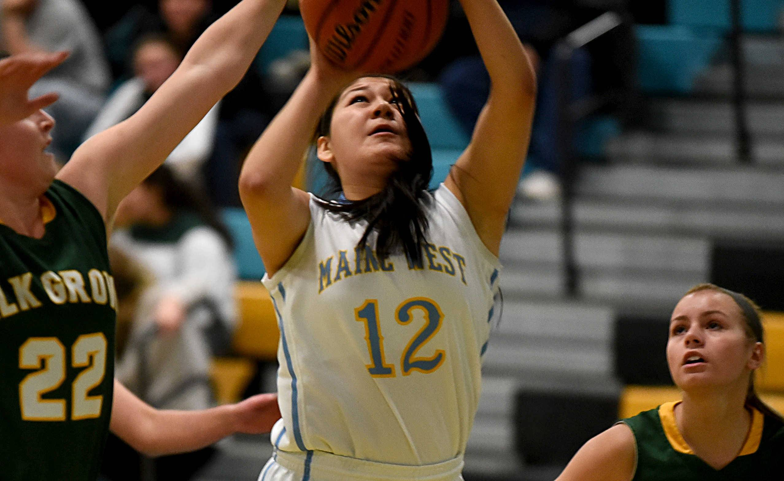 Hart, Maine West stretch win streak to seven