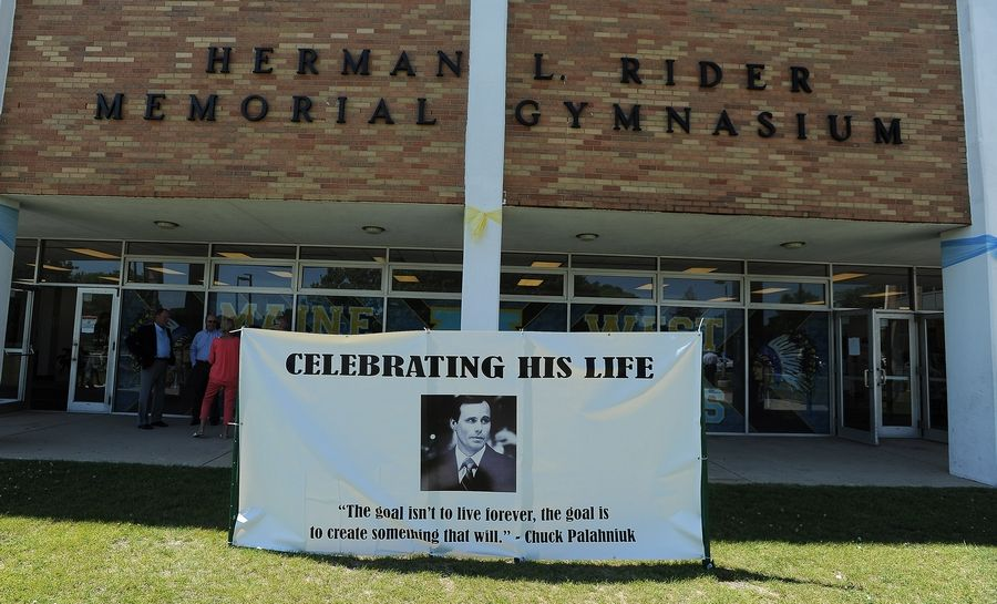 Maine West High School's spectator gymnasium in Des Plaines was busy Saturday with visitors who paid tribute to the life of longtime girls basketball coach Derril Kipp, who died July 5. He was 71.