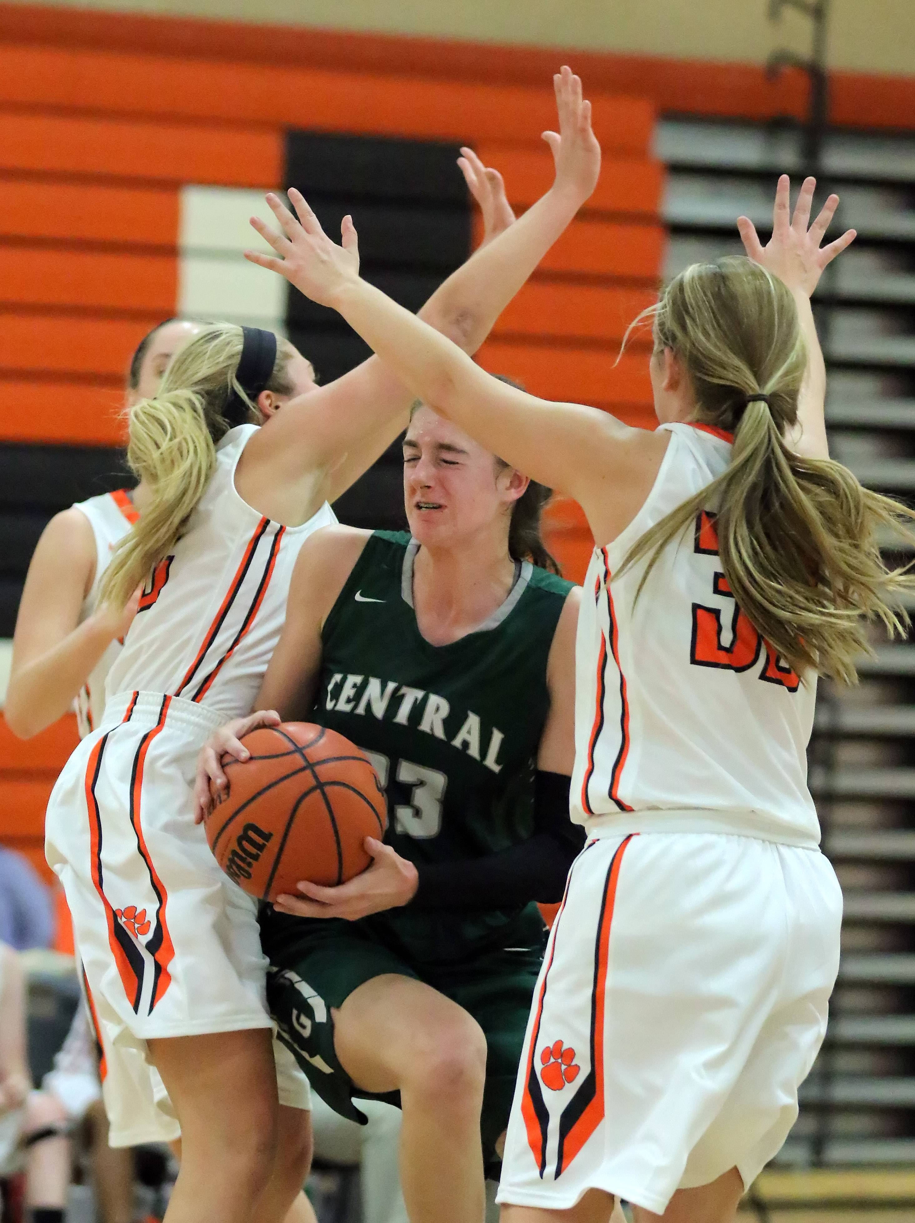 Grayslake Central's Kate Bullman, center, tries to split through Libertyville's Riley Weis, left, and Caroline Frea on Tuesday night at Libertyville.