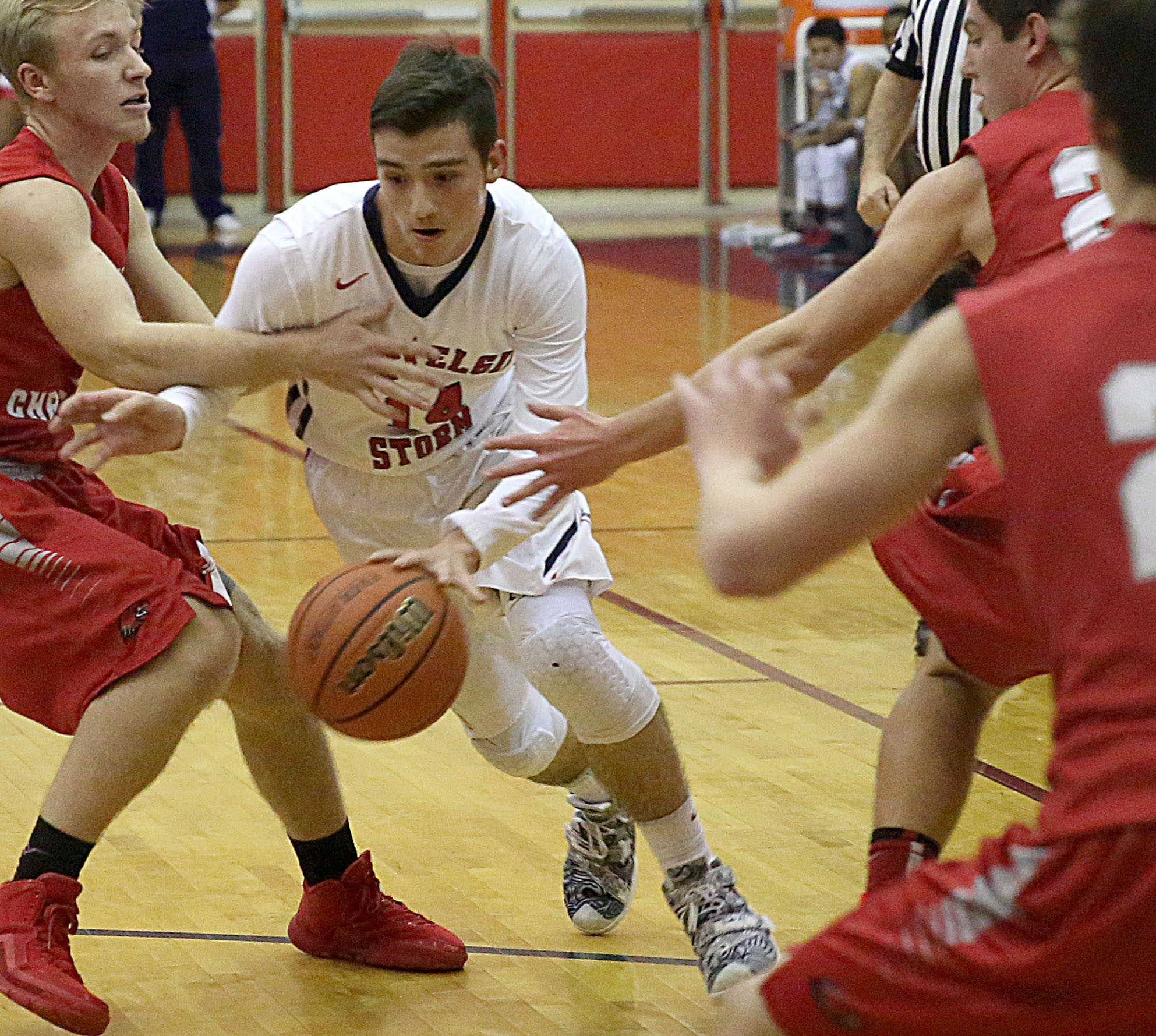 South Elgin hangs on to beat Aurora Christian