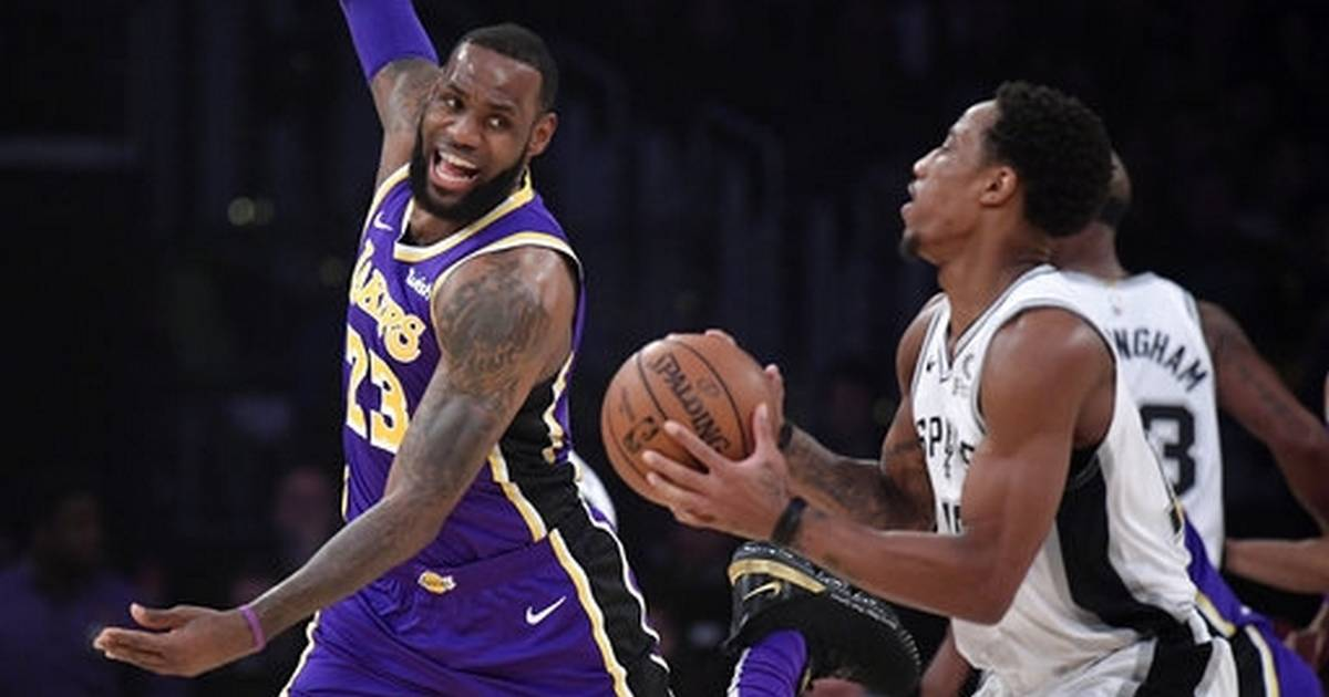 0b0784002 LeBron scores 42 as Lakers surge past Spurs late