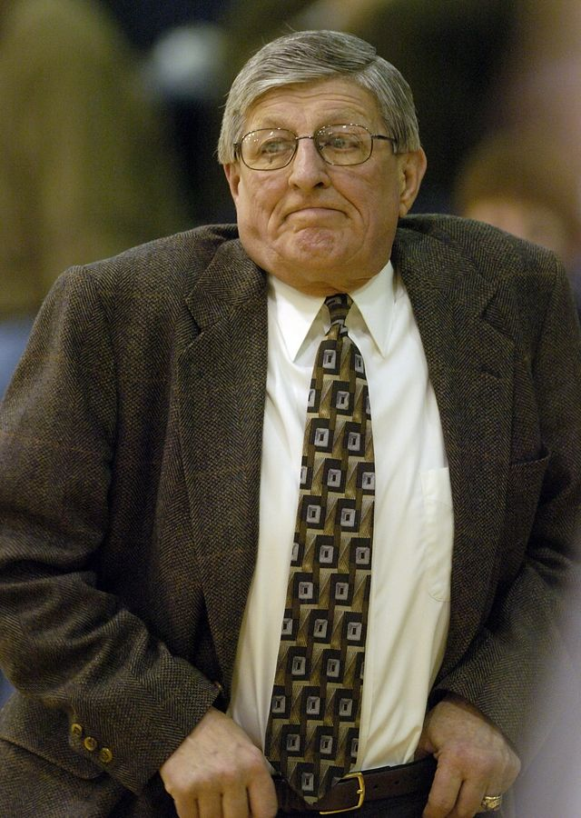 St. Joseph boys basketball coach Gene Pingatore brought his team to St. Viator in Arlington Heights in 2006. He died at his Westchester home Wednesday.