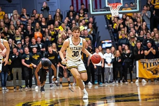 Batavia graduate Eric Peterson has helped the Wisconsin-Oshkosh basketball team get off to a 4-2 start.