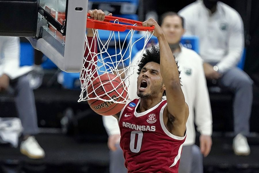 Arkansas forward Justin Smith, a Stevenson graduate, dunks against Baylor during the first half of an Elite 8 game in the NCAA at Lucas Oil Stadium on March 29.